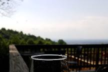 Twin Oaks Tavern Winery, Bluemont, United States