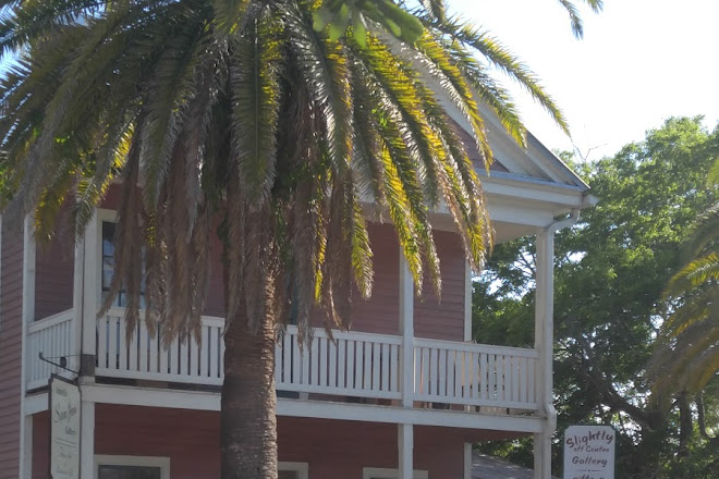 Slightly off Centre gallery and gifts, Fernandina Beach, United States
