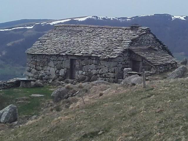 Gîte de Séjour - Buron du Cantal