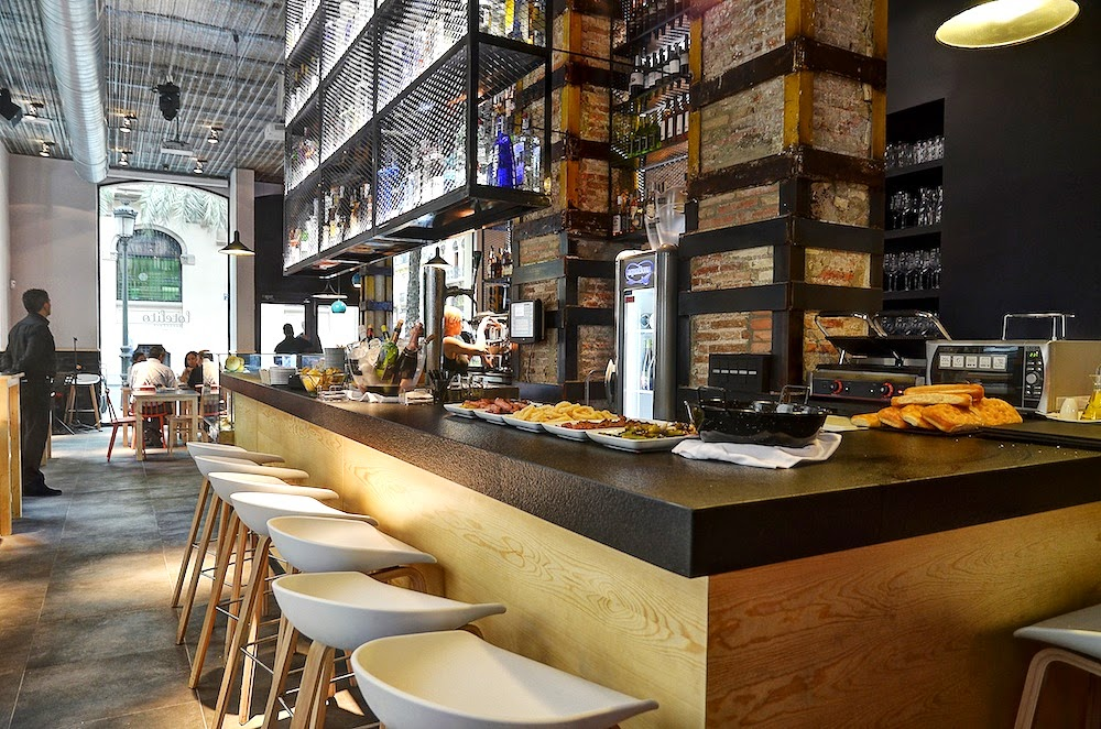 Lotelito Rooms & Bar: A Work-Friendly Place in Valencia