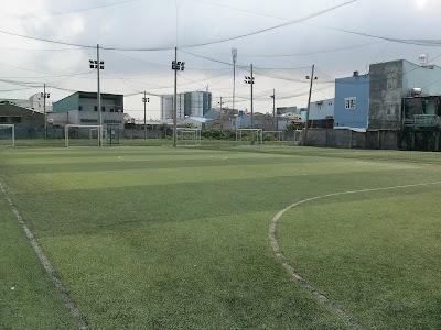 Sân Bóng Đá Phạm Hùng