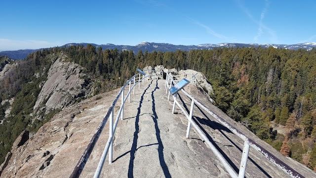 Moro Rock Trailhead