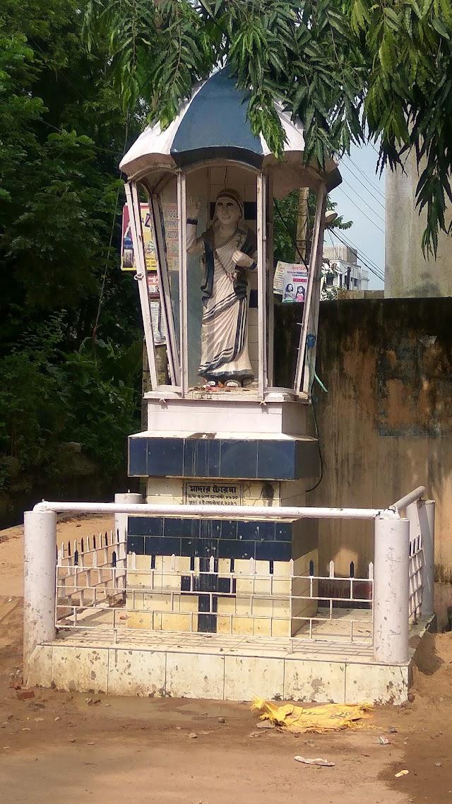 Mother Teresa Statue, Tarulia, Kestopur