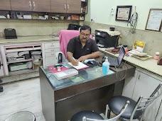 Dr Mukesh Nausran