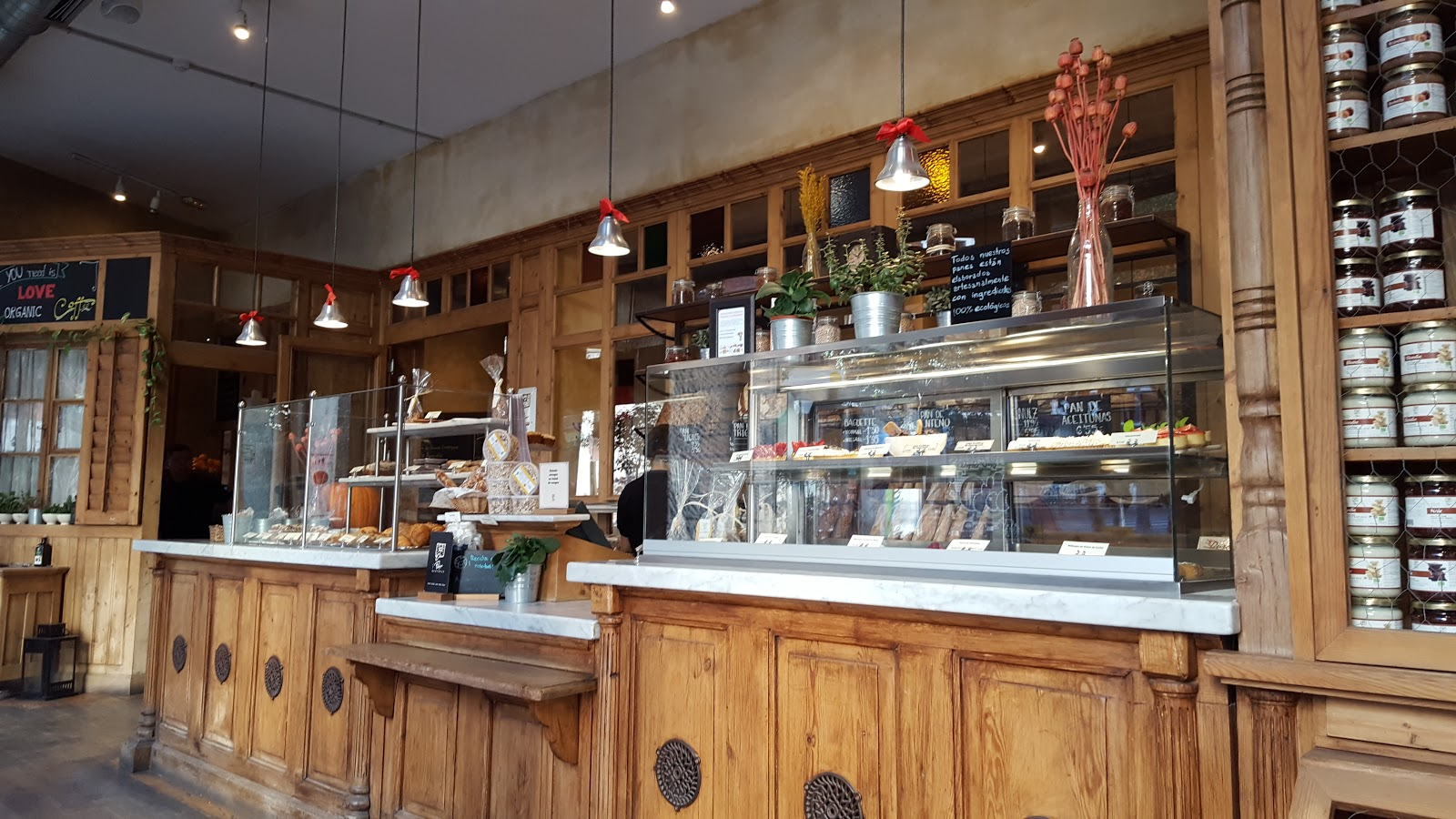 Le Pain Quotidien Fuencarral: A Work-Friendly Place in Madrid