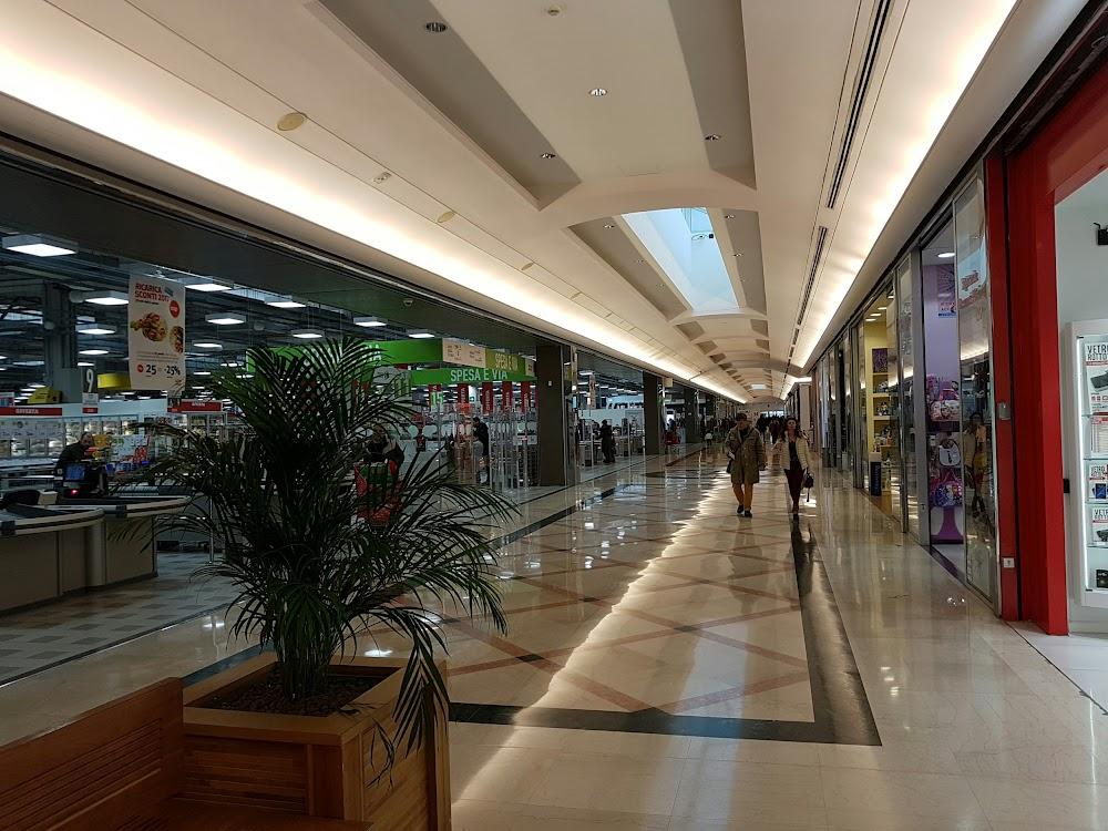 Bata, Centro Commerciale Aprilia 2, SR148, 04011 Loc
