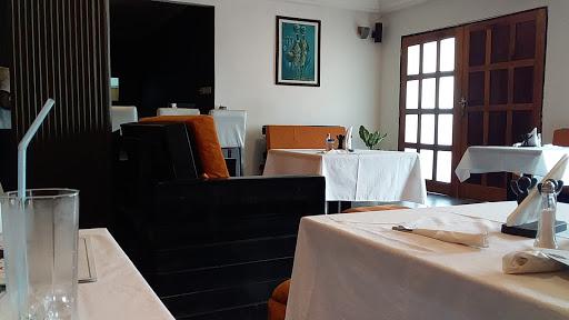 2Guys Restaurant & Lounge