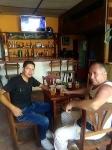 VARITA GLUG bar & Lavadero 1