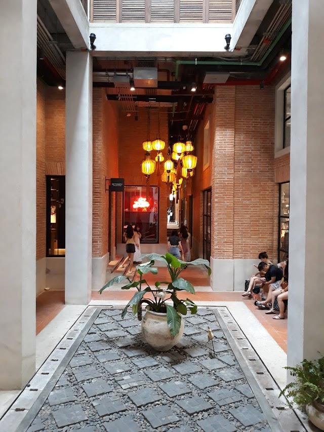 One Nimman Community Mall ( 莫达鳄鱼博物馆 )