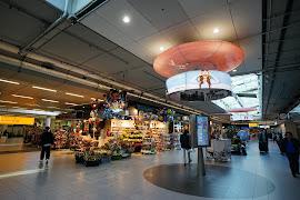 Станция  Schiphol Airport