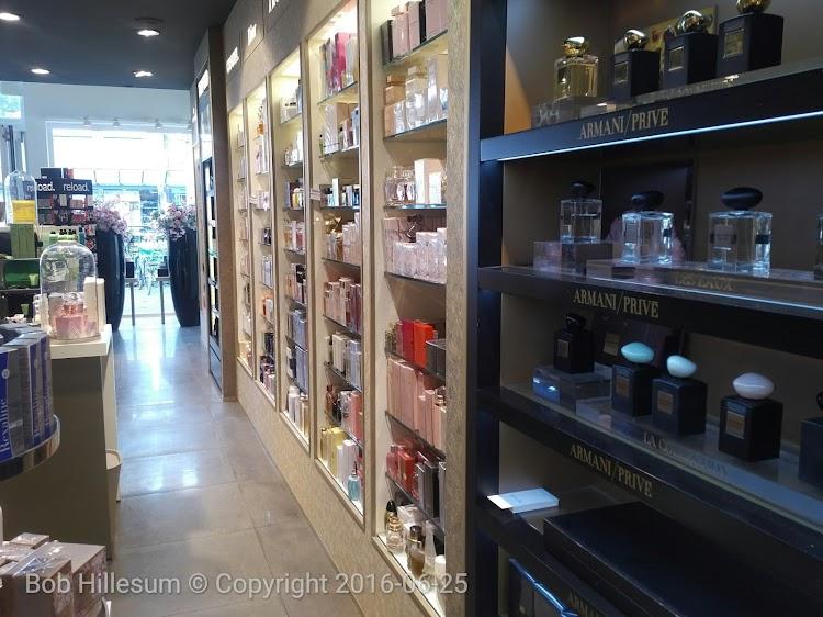 Parfumerie Douglas Laren