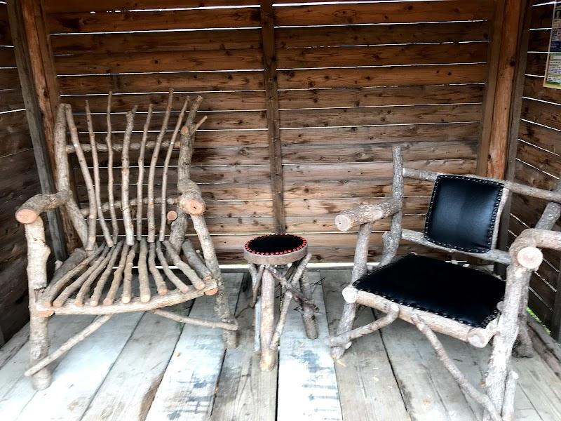 巨大な椅子