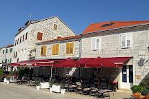 Lampedusa bar, Stari Grad, Croatia