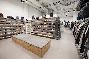 cb1743ff0b47 Brandshop, магазин одежды и обуви, Омск, Петровский бульвар, 21 — ГИСВИД