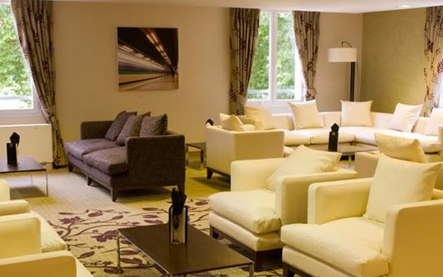 ch teauform 39 campus saint just tripcarta. Black Bedroom Furniture Sets. Home Design Ideas