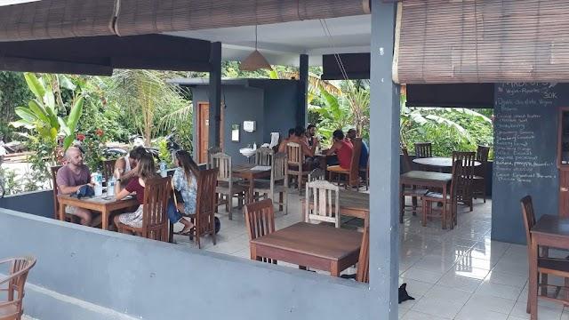 Cempaka Cafe and Homestay