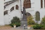 Памятник священномученику Серафиму на фото Дмитрова