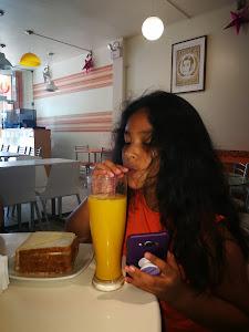 Mandarina, Juice Bar 9