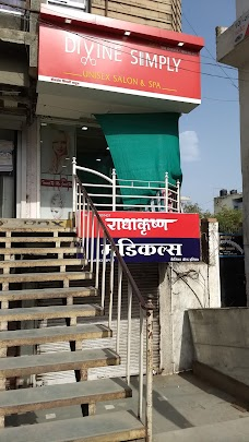 Divine simply saloon amravati