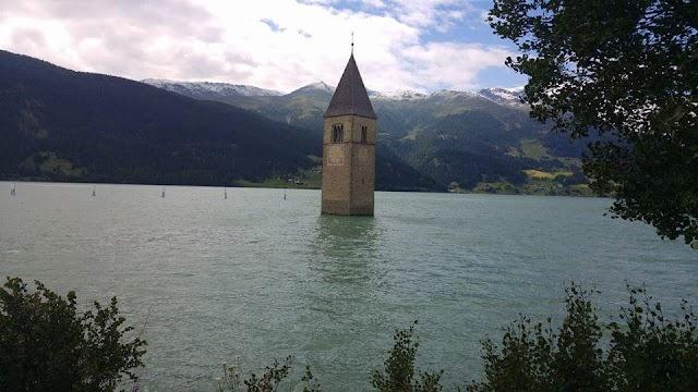 Parkplatz Reschensee am Kirchturm