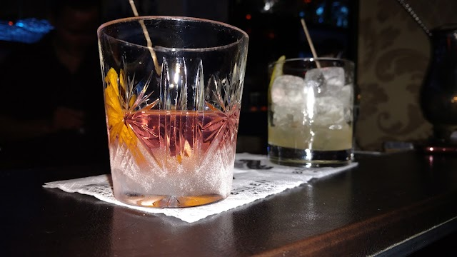 Vintage Bar Fine Drinks