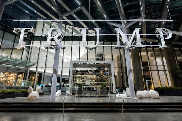 Luxury Hotels in Vancouver : Trump International Hotel & Tower Vancouver