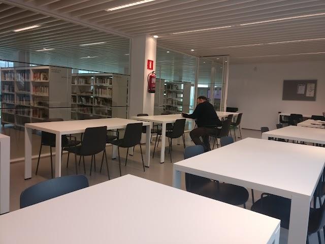 Biblioteca Camp de l'Arpa-Caterina Albert