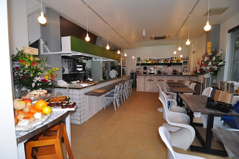 CocoMomo&Co. Natural Kitchen Bar and Deli.