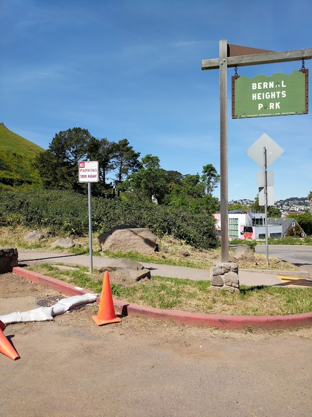 Bernal Heights Park Parking Lot