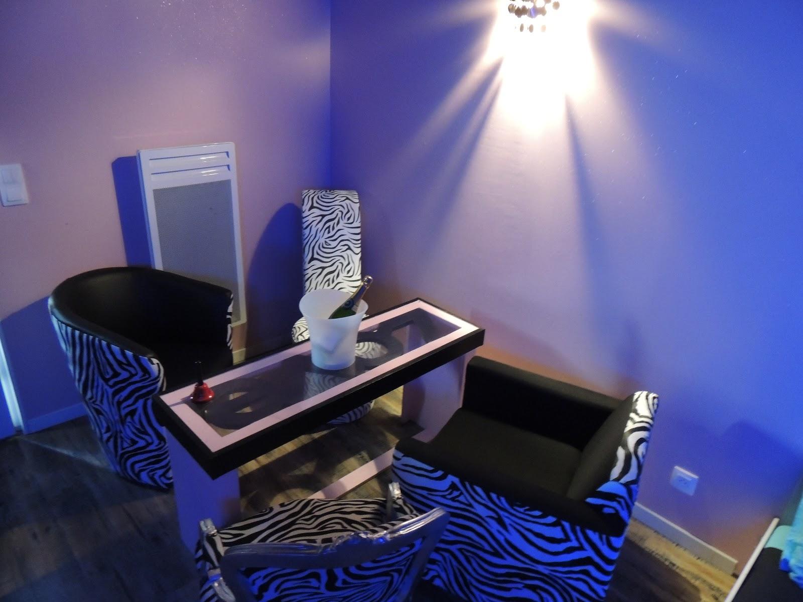 Chambre coquine Anastasia avec jacuzzi terrasse individuelle et