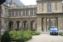 Jardin de l'Hotel Lamoignon, Paris, France