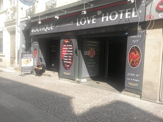 Love Hotel A Paris