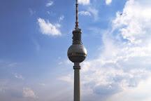 Wasserkaskaden am Fernsehturm, Berlin, Germany