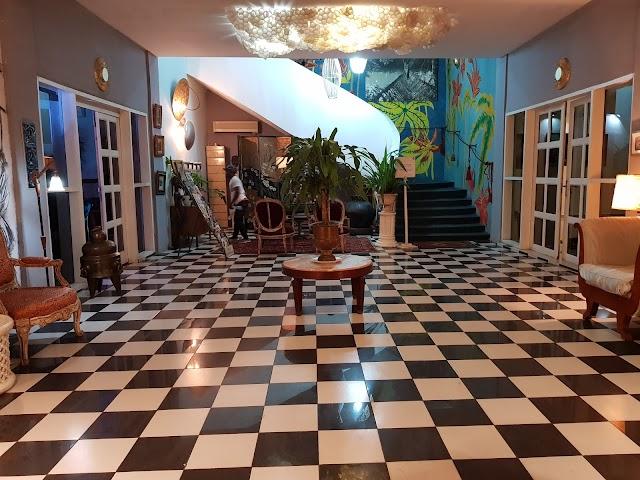 Bushman Cafe Hotel