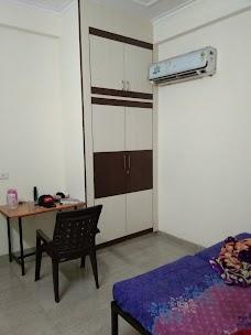 batchlor house urooz khan jaipur