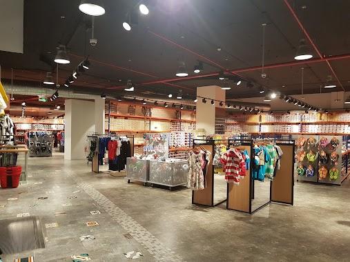 🕗 Podium Shopping centre-Al gharawi group Riyadh opening