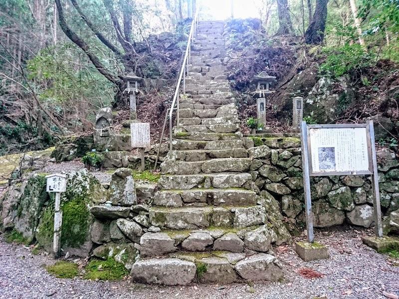 松阪市指定名勝 阪内不動堂