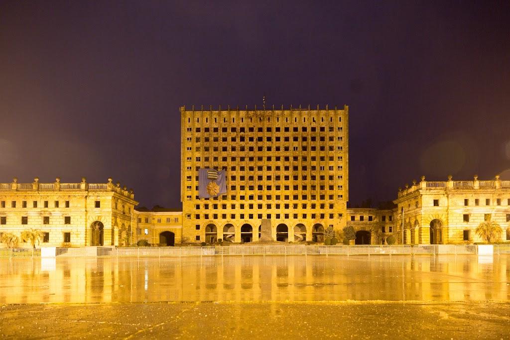 Фото Сухум: Бывшее здание Совмина