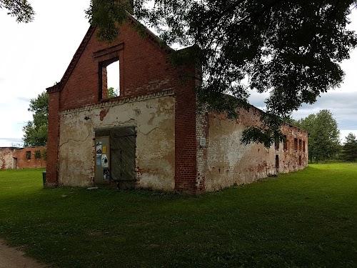 Luke Manor