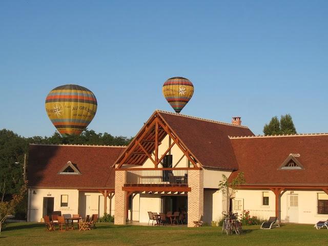 Entre Vignes Et Chateaux
