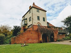 Rowntree Park Reading Cafe york