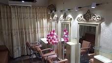 Paragon Beauty Parlour karachi