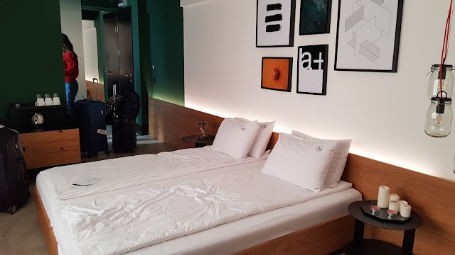 R34 Hotel