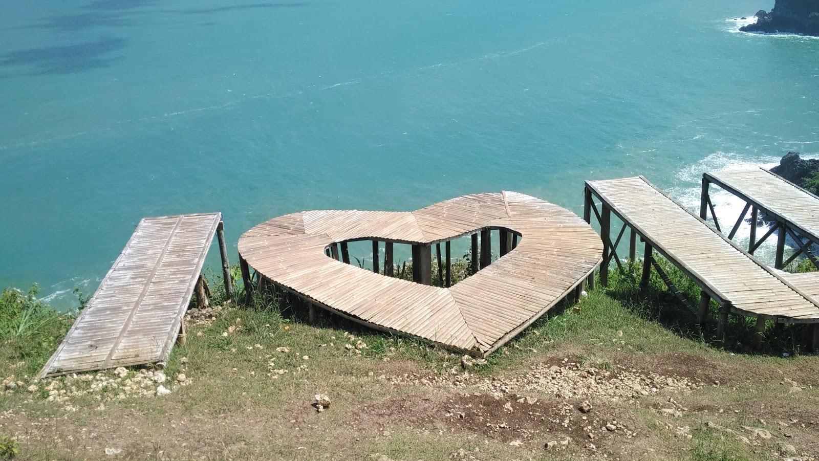 Pantai Sawangan Ayah Kebumen Tripcarta