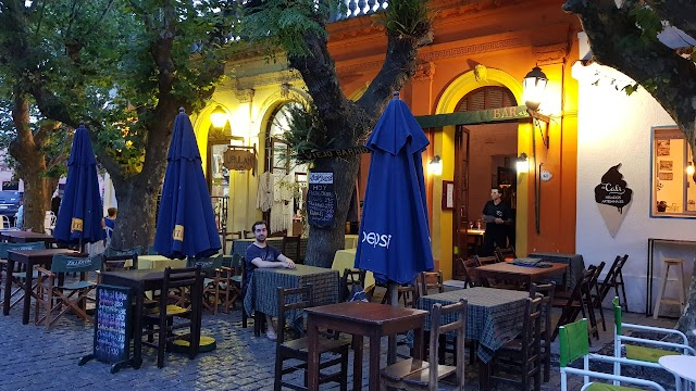 Viejo Barrio Restaurant and Bar