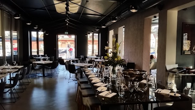 The Newport - Restaurant & Marina
