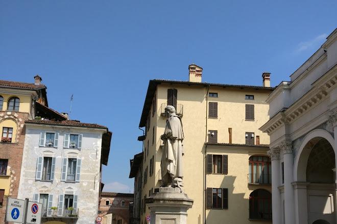 Piazza Santorre di Santarosa, Savigliano, Italy