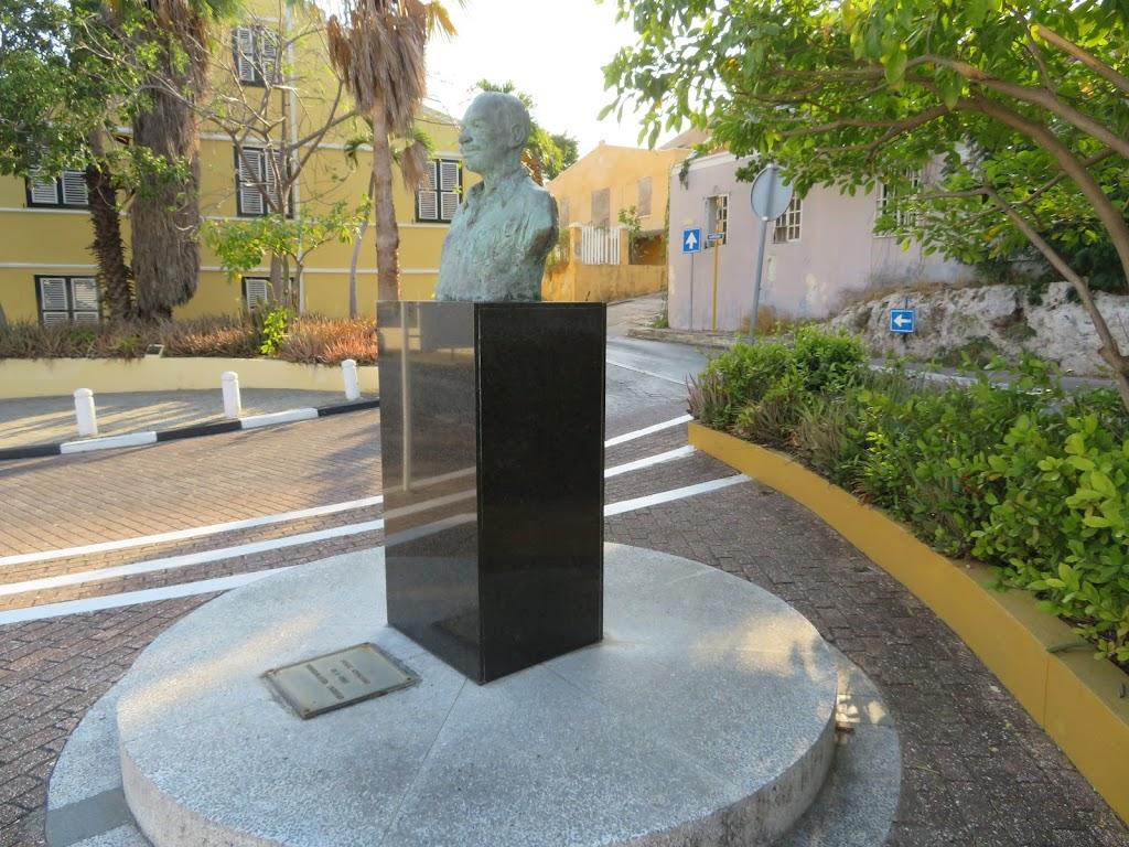 Фото Виллемстад: Felix Chacutu Statue