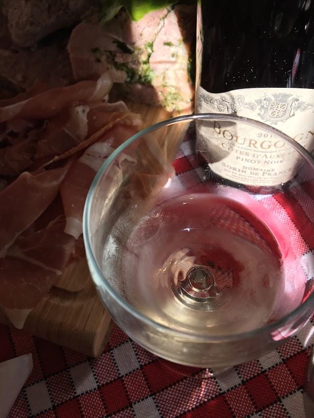 Rouge et Blanc, la Petite Étape aux Vins