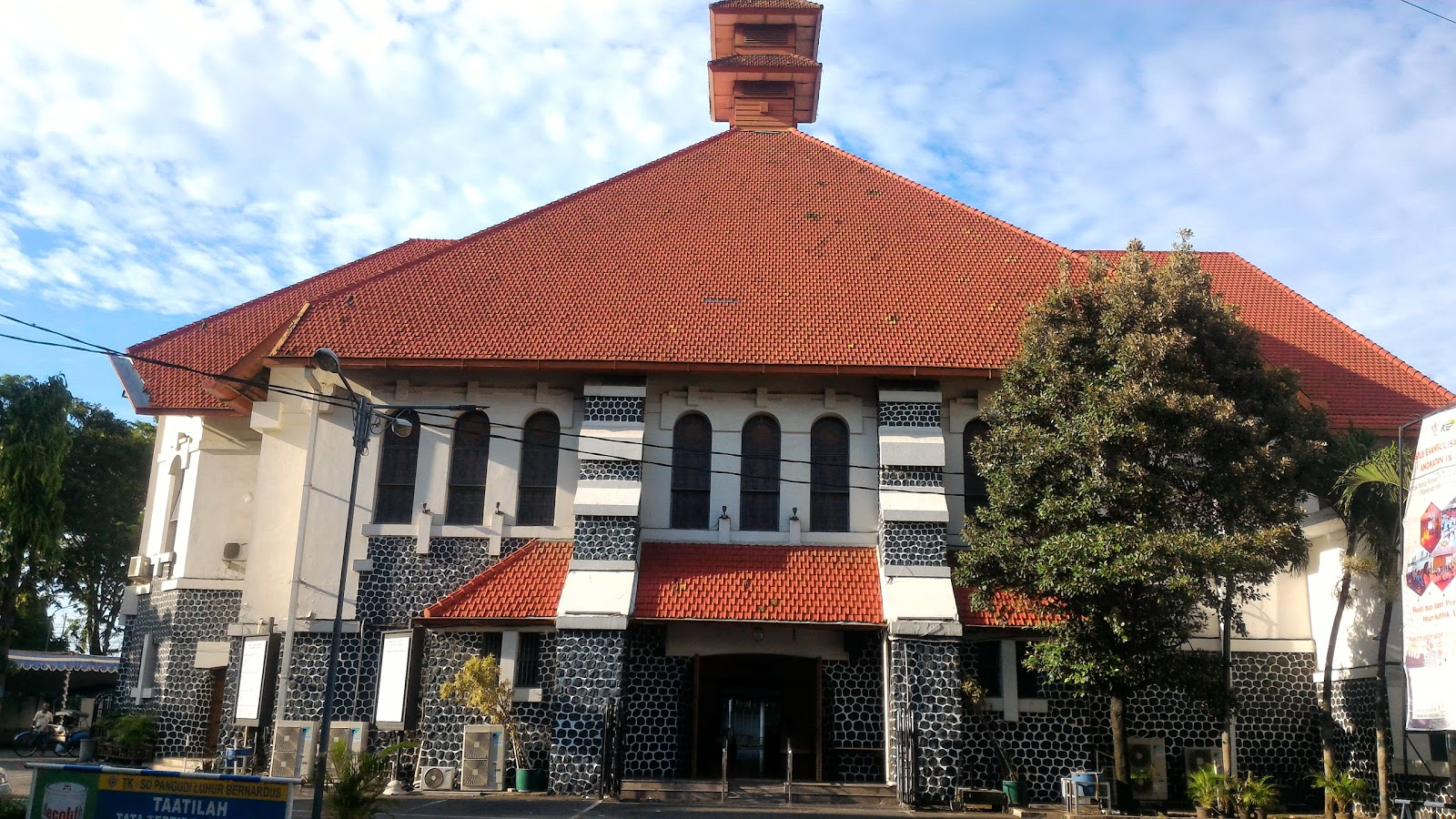 Visit Gereja Santa Perawan Maria Ratu Rosario Suci Randusari Katedral On Your Trip To Semarang